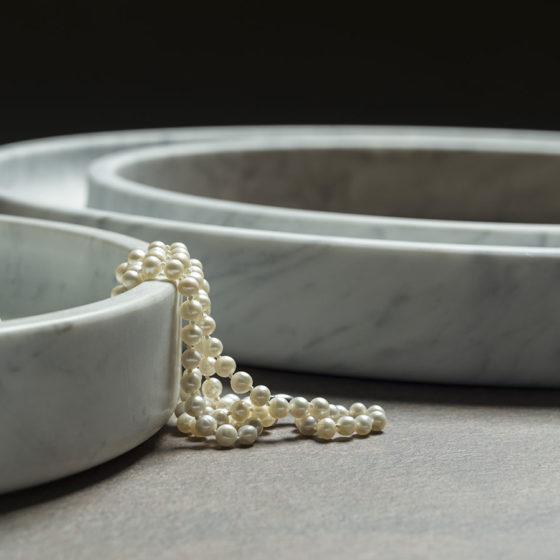 portaoggetti in marmo con collana